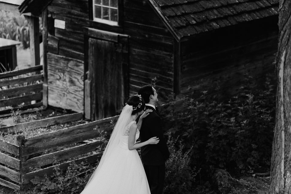 vermont-wedding-photographer-33 Vermont Wedding Photographer - Inn at Round Barn Farm Wedding