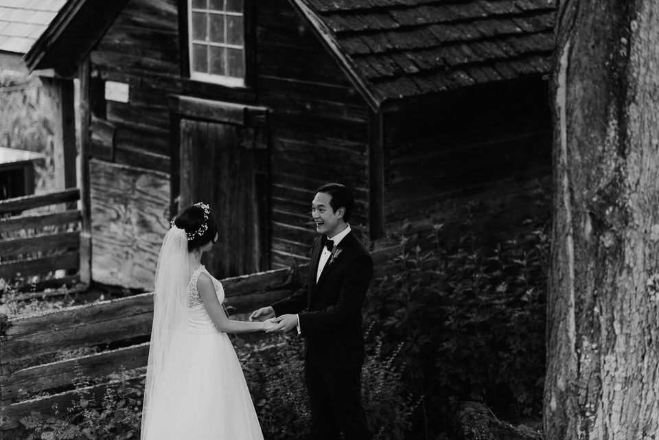 vermont-wedding-photographer-34 Vermont Wedding Photographer - Inn at Round Barn Farm Wedding