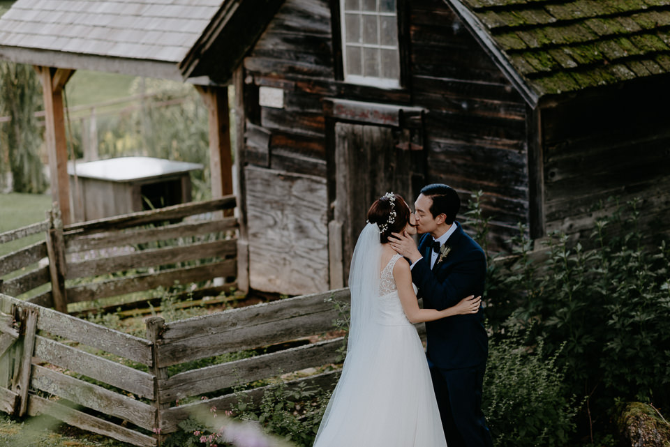 vermont-wedding-photographer-35 Vermont Wedding Photographer - Inn at Round Barn Farm Wedding